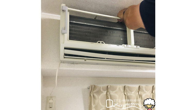 エアコンクリーニング体験談:エアコン分解の様子