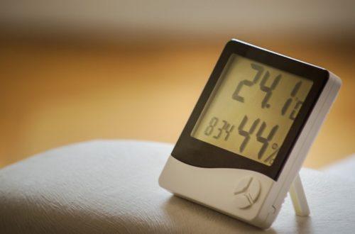 温度・湿度計の付いた時計